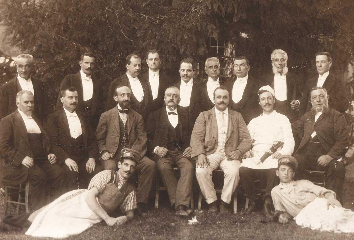 Antonio Rosa Salva, il figlio Ermenegildo e la brigata di cucina e sala