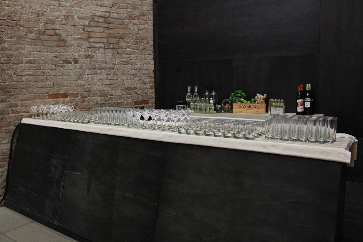 """Presentazione """"I Coloniali"""" - allestimento tavolo cocktail"""