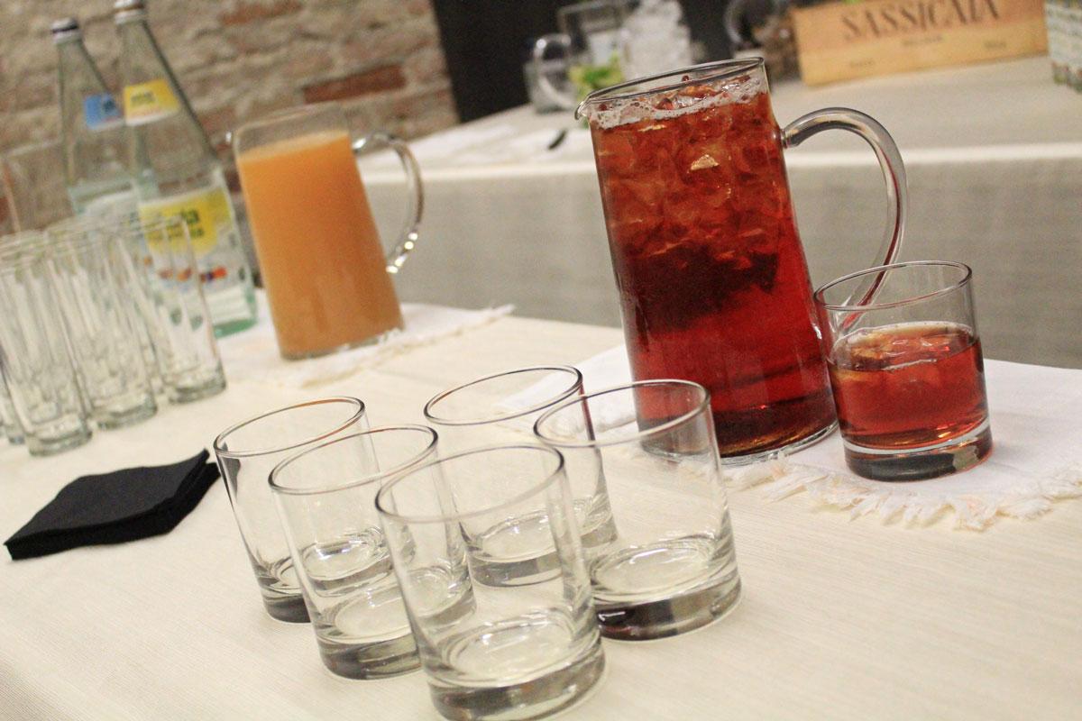 """Presentazione """"I Coloniali"""" - particolare allestimento tavolo cocktail"""