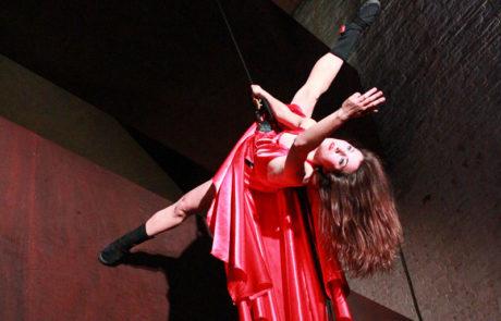 """""""Il Posto"""" - ballerina di danza verticale"""
