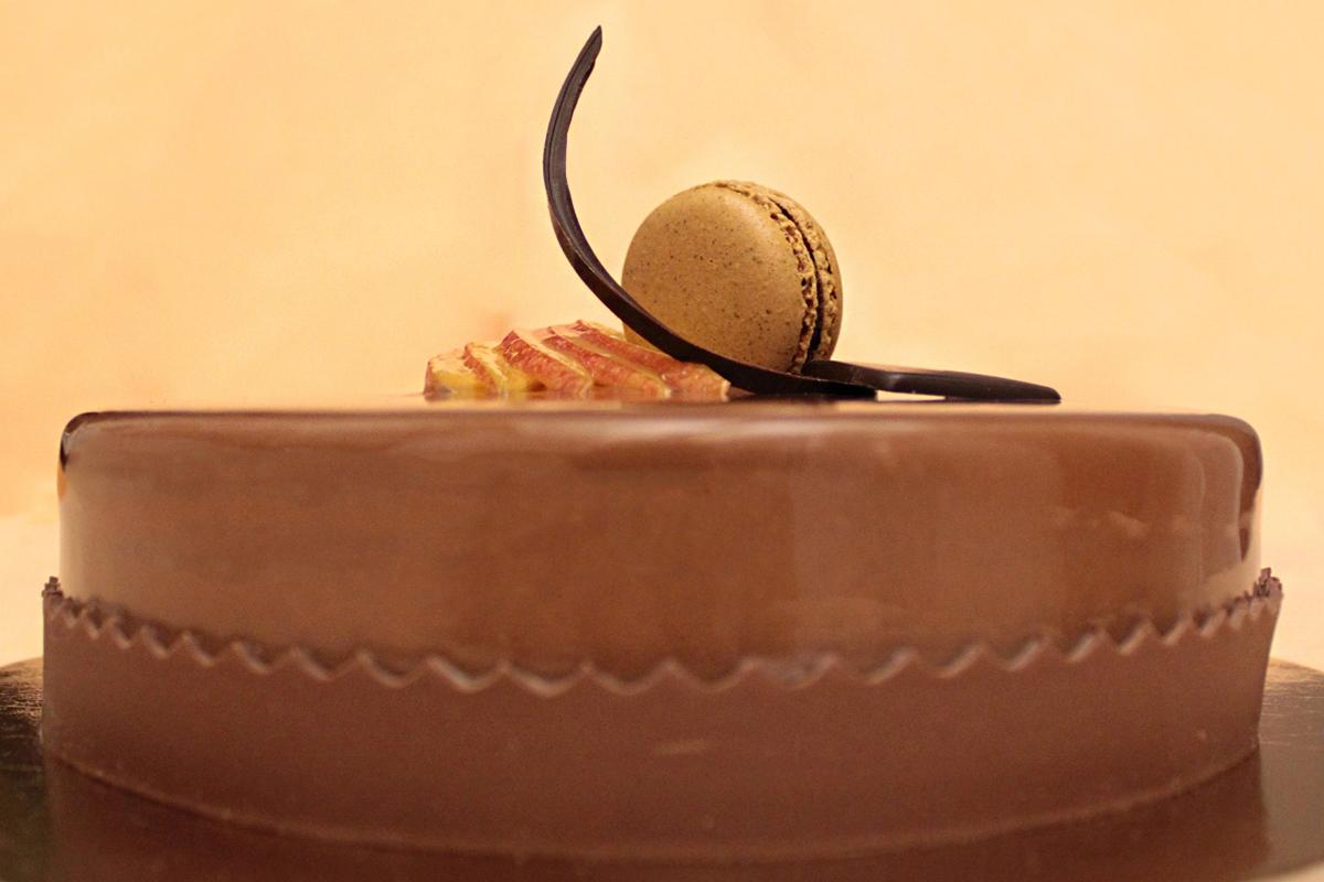 Mousse al cioccolato e frutti tropicali